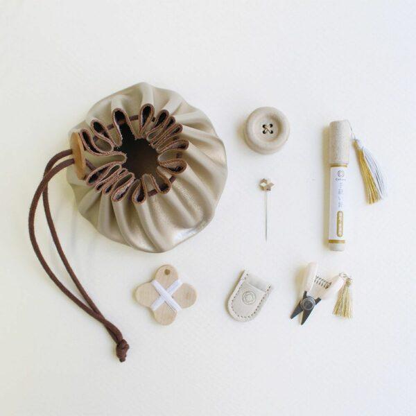Présentation du kit de couture complet de l'édition spéciale de noël de Cohana