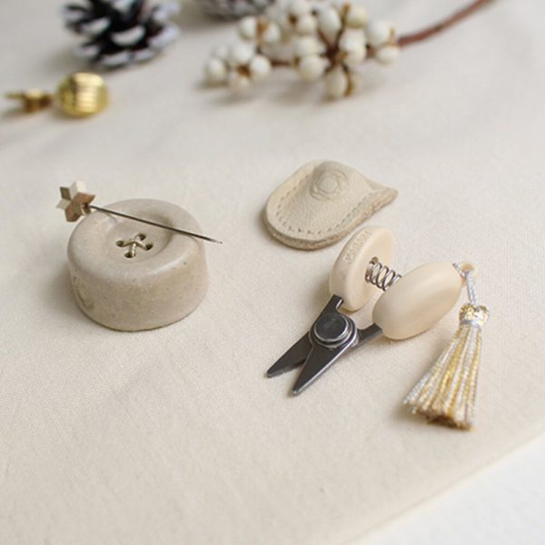 Display of the Christmas special edition of Cohana's mini sewing set