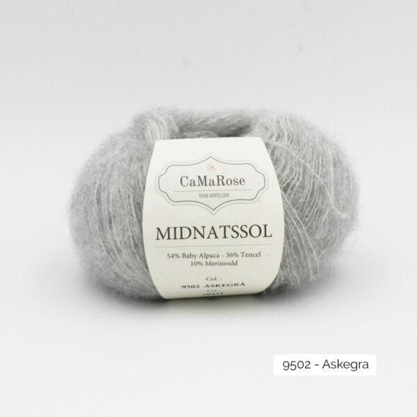 Une pelote de Midnatssol de CaMaRose coloris Askegra (gris clair)