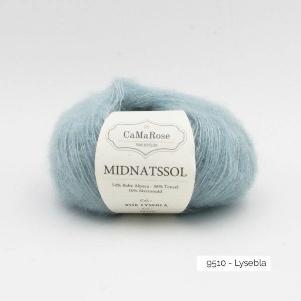 Une pelote de Midnatssol de CaMaRose coloris Lysebla (bleu clair)