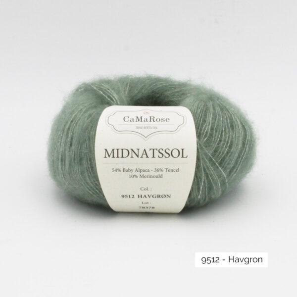 Une pelote de Midnatssol de CaMaRose coloris Havgron (vert grisé)