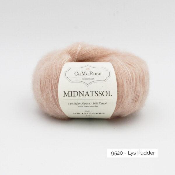 Une pelote de Midnatssol de CaMaRose coloris Lys Pudder (rose poudré)