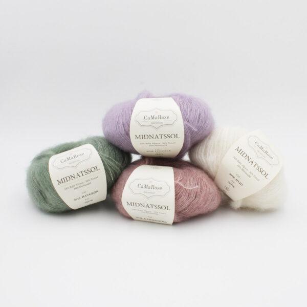 Présentation de 4 pelotes de Midnatssol de CaMaRose dans des coloris assortis