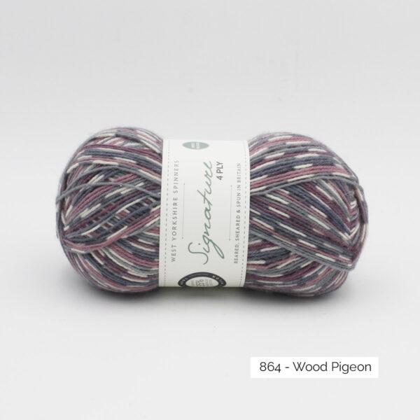 Une pelote de Signature 4ply de West Yorkshire Spinners coloris Wood Pigeon