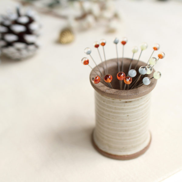Display of the Christmas special edition of Cohana's magnetic ceramic spool