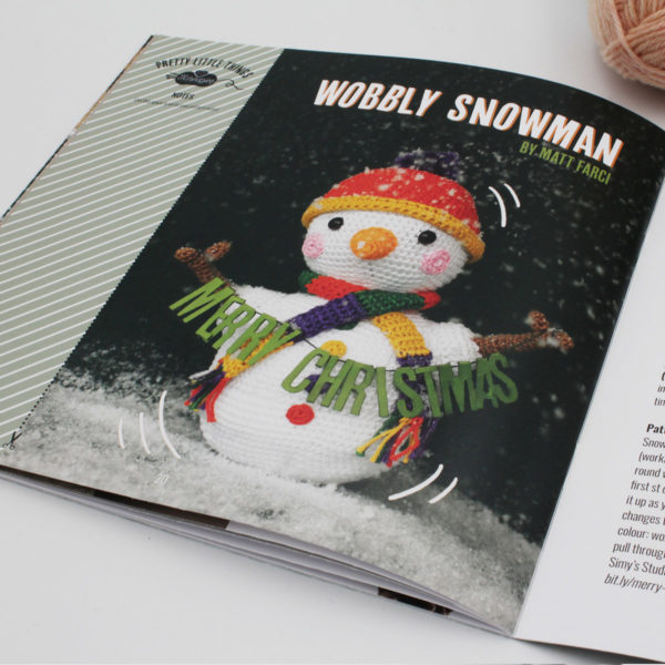 A photo of the Wobbly Snowman by Matt Farci, published in the n°10 magazine of Pretty Little Things by Scheepjes