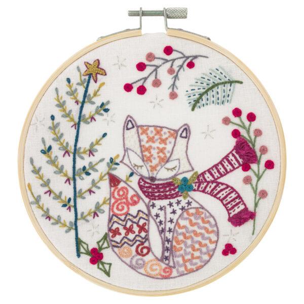"""Présentation du motif du kit de broderie sur le thème de Noël """"Madame Renard attend Noël"""" du Chat dans L'Aiguille"""