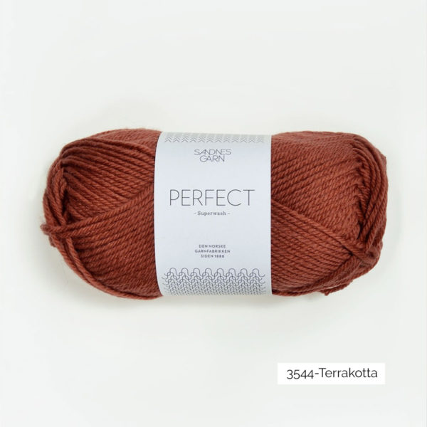 Une pelote de Perfect de Sandnes Garn coloris Terracotta