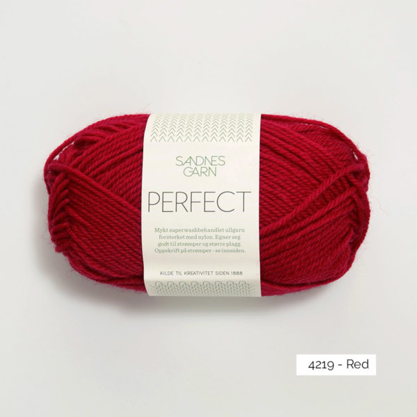 Une pelote de Perfect de Sandnes Garn coloris Red (rouge)