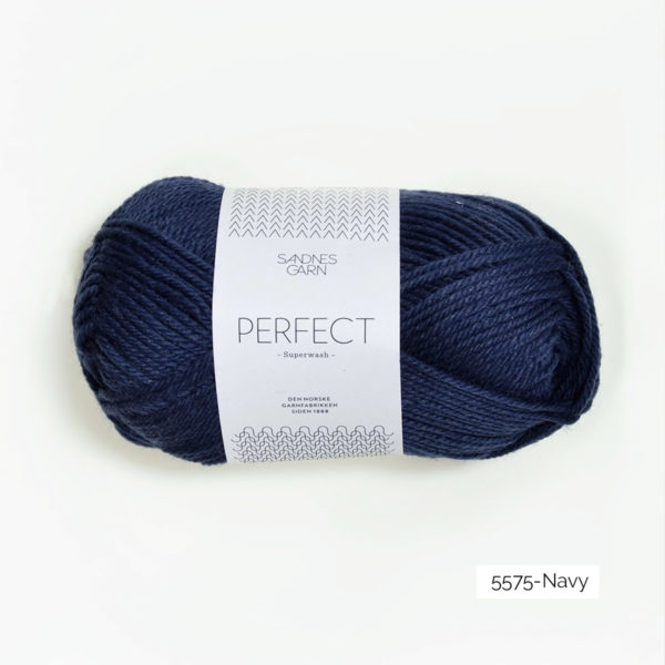 Une pelote de Perfect de Sandnes Garn coloris Navy