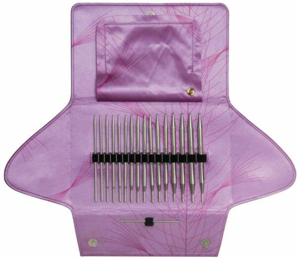 Kit d'aiguilles circulaires interchangeables Addi Click Lace présenté dans sa pochette en tissu rose