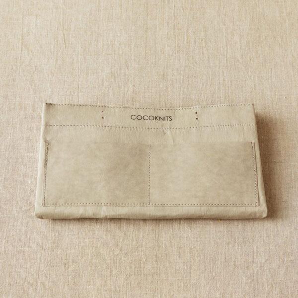 Présentation d'un sac de rangement Kraft Caddy de Cocoknits plié