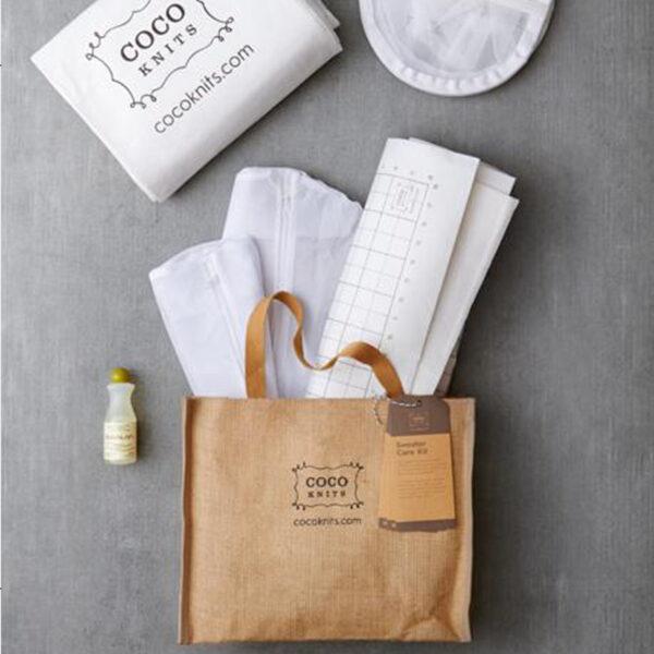 Présentation du contenu du kit de lavage et blocage spécial pull Sweater Care Kit de Cocoknits