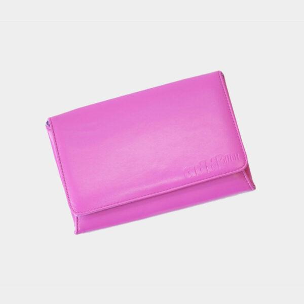 Présentation de la pochette en tissu rose du kit d'aiguilles interchangeables Addi Lace Long