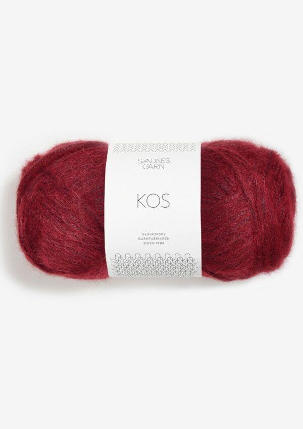 Une pelote de Kos de Sandnes Garn couleur rouge bordeaux