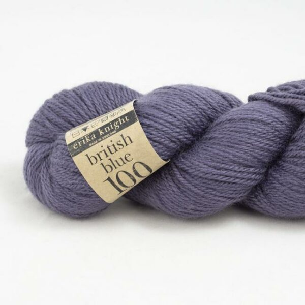 Zoom on a skein of British Blue Wool by Erika Knight in the French colorway