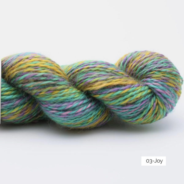 Présentation d'un écheveau de laine In the Mood de Kremke Soul Wool coloris Joy