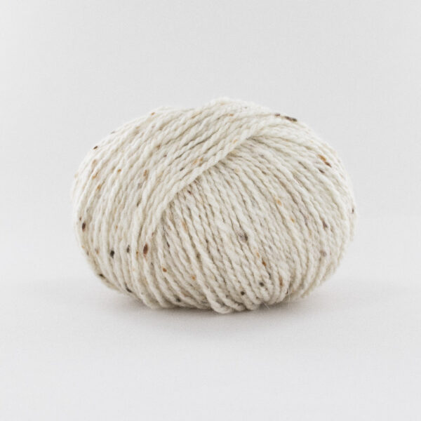 Une pelote de Super Tweed de Fonty coloris Ecru 001