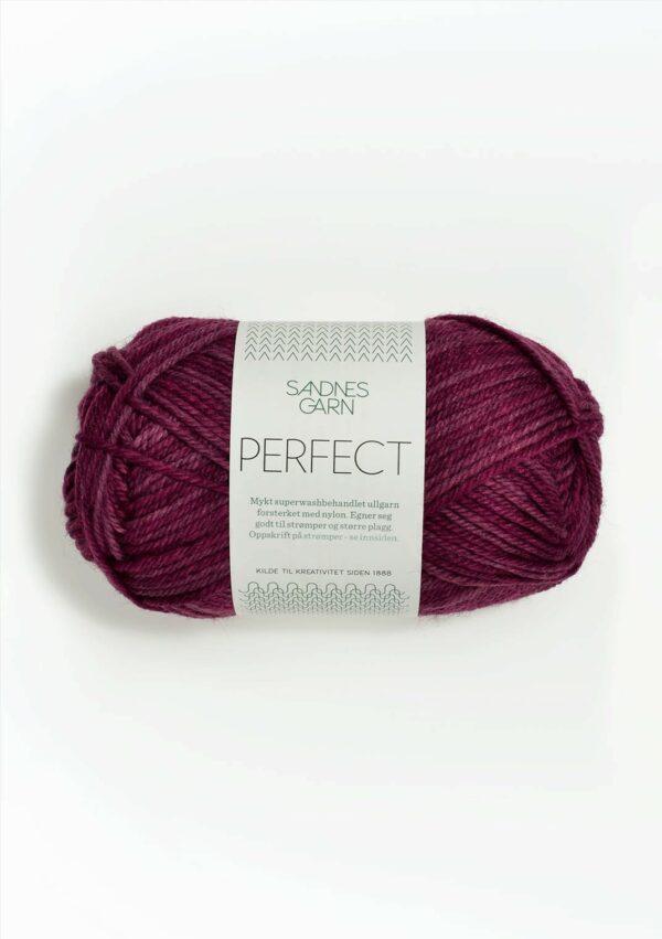 Une pelote de Perfect de Sandnes Garn coloris Wine Print