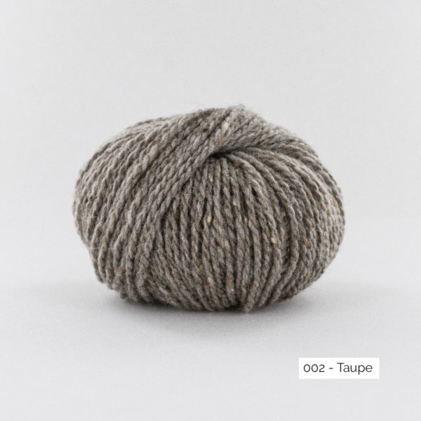 Une pelote de Super Tweed de Fonty en coloris 002 (taupe)