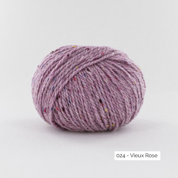 A ball of Super Tweed by Fonty in the Dusty Pink (024) colorway