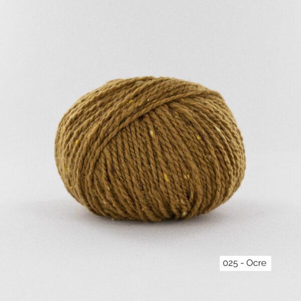 Une pelote de Super Tweed de Fonty en coloris 025 (ocre)