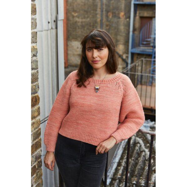 Présentation du pull Cyren, patron de tricot créé par Meghan Fernandes et Lydia Gluck pour le livre Ready Set Raglan de Pompom Magazine