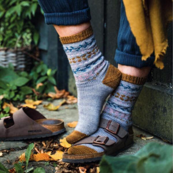Modèle de chaussettes à motif jacquard du livre Tricoter ses chaussettes d'Emilie Drouin et Elodie Morand