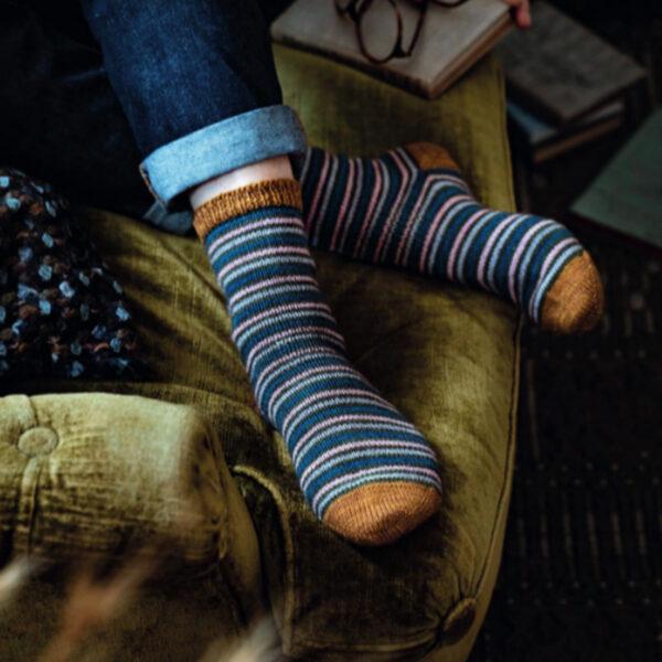 Modèle de chaussettes à rayures du livre Tricoter ses chaussettes d'Emilie Drouin et Elodie Morand