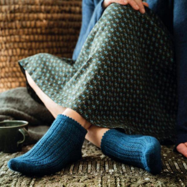 Modèle de socquettes en dentelle du livre Tricoter ses chaussettes d'Emilie Drouin et Elodie Morand