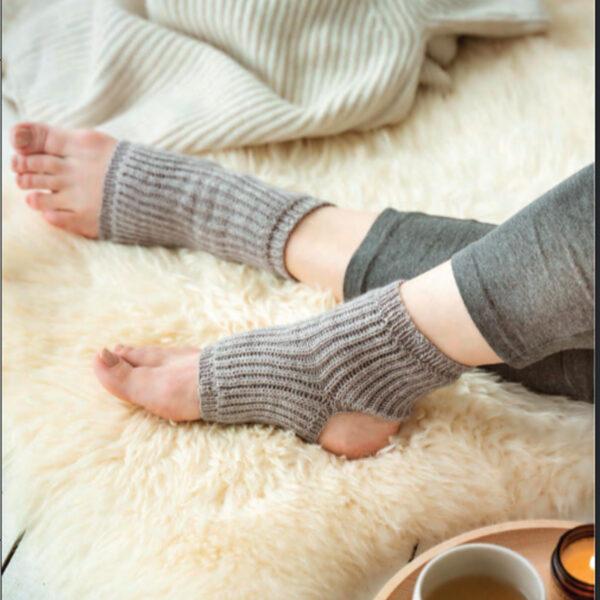 Modèle de socquettes de yoga du livre Tricoter ses chaussettes d'Emilie Drouin et Elodie Morand