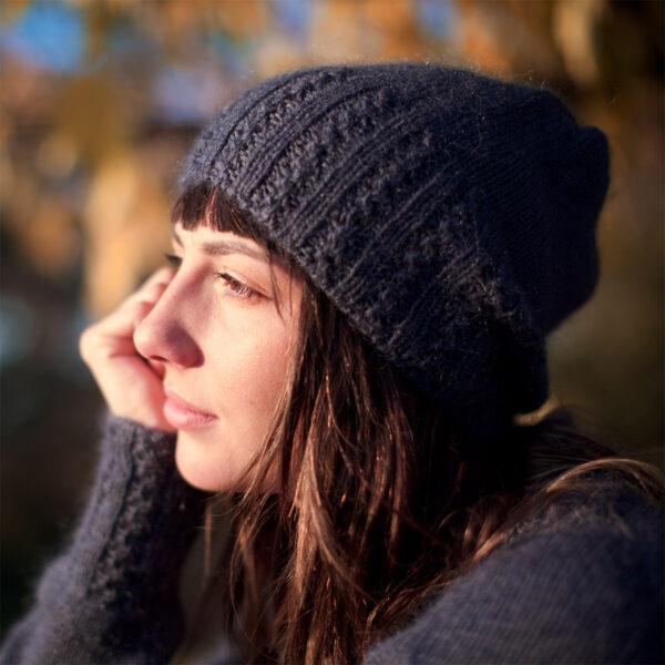 Présentation du bonnet Orageux de Julie Partie, patron de tricot paru dans le livre Woolship de Lili Comme Tout