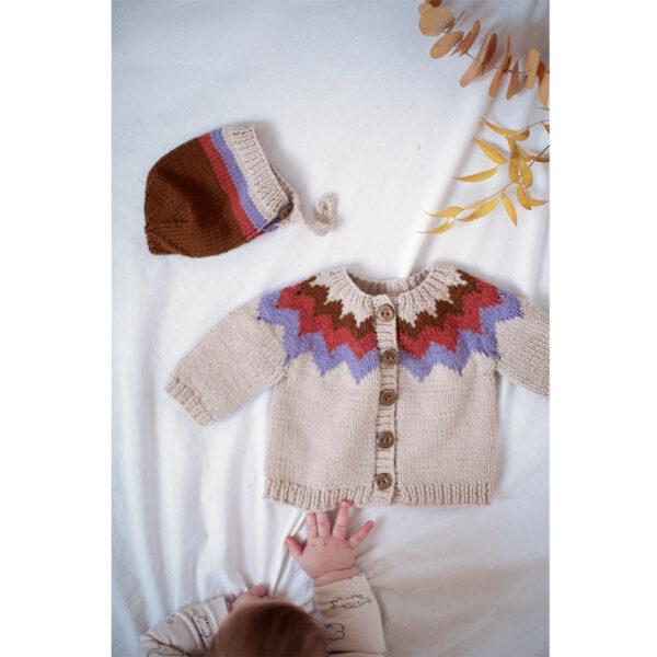 Présentation de l'ensemble pour bébé Troubadour de Nadia Crétin-Léchenne, patron de tricot paru dans le livre Woolship de Lili Comme Tout