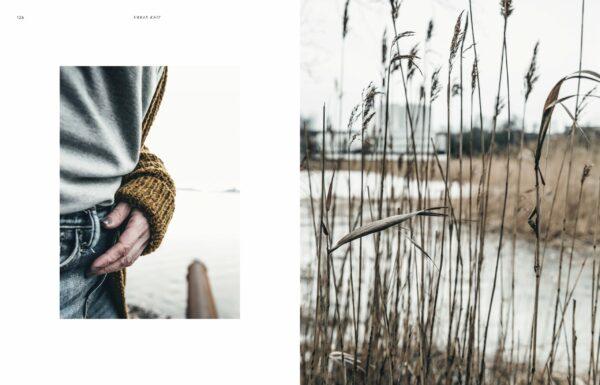 Double page de présentation d'un modèle de mitaines paru dans le livre Urban Knits de Leeni Hoimela