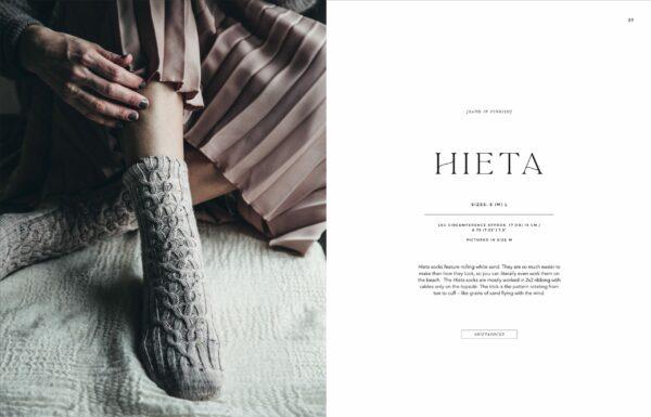 Présentation du modèle de chaussettes Hieta du livre Urban Knits de Leeni Hoimela