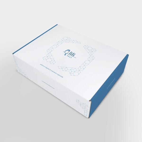 Présentation de la boîte du coffret pour la sortie du livre Woolship édité par Julie Partie pour Lili Comme Tout