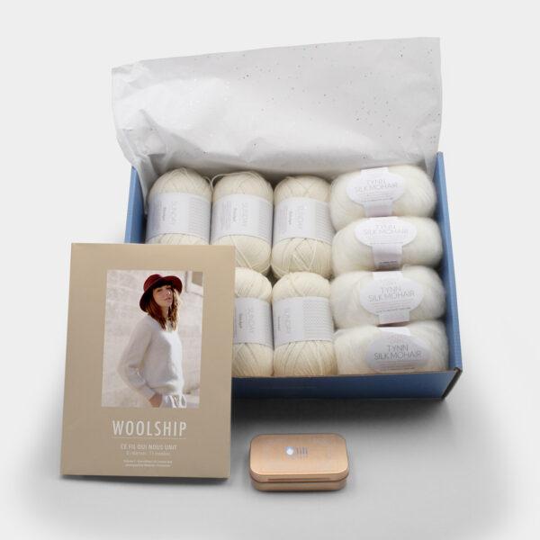 Présentation du coffret pour la sortie du livre Woolship édité par Julie Partie pour Lili Comme Tout avec le livre, la box SOS et de la laine pour un pull