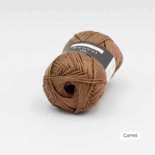 Une pelote de lin à tricoter Hor d'Isager coloris Camel