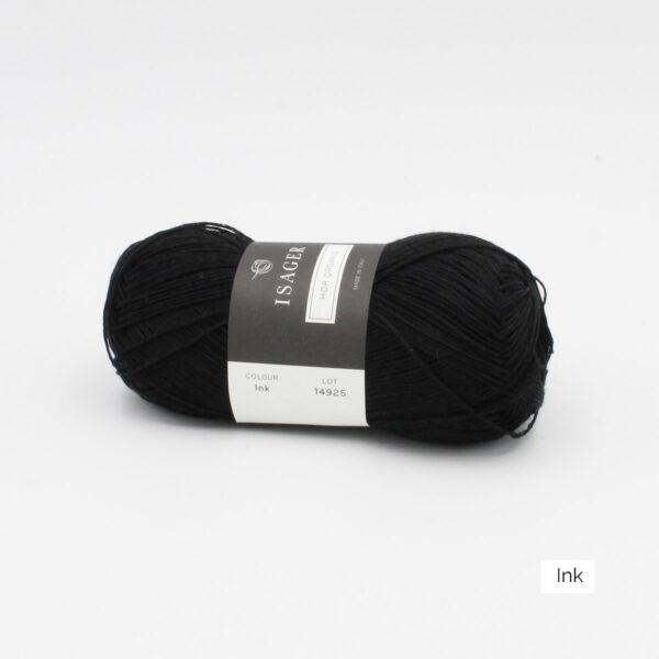 Une pelote de lin à tricoter Hor d'Isager coloris Ink