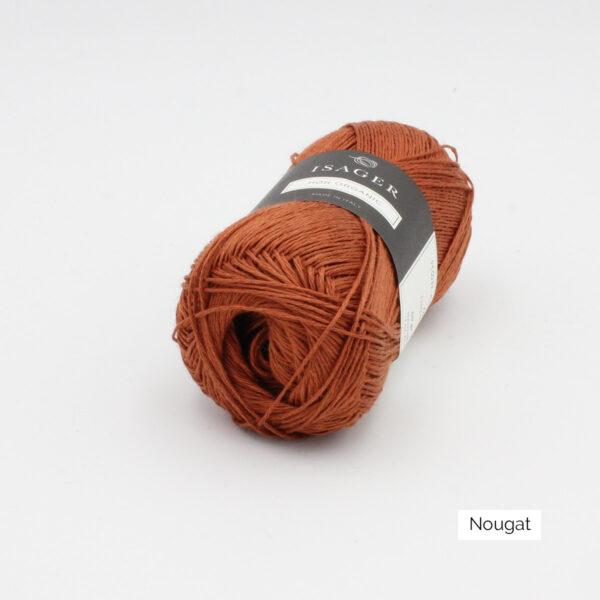 Une pelote de lin à tricoter Hor d'Isager coloris Nougat
