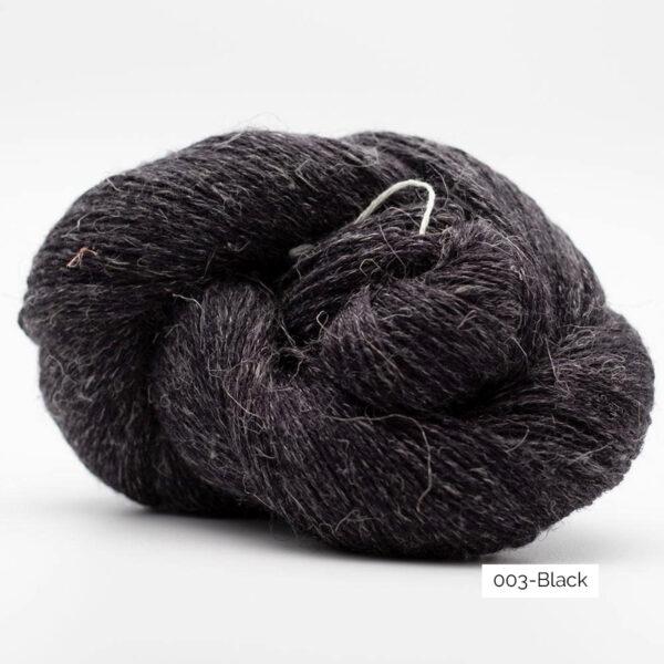 Un écheveau de Lazy Linen de Kremke Soul Wool coloris Black (noir)