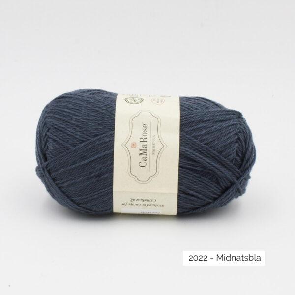 Une pelote de Okologist Sommeruld de CaMaRose coloris Midnatsbla