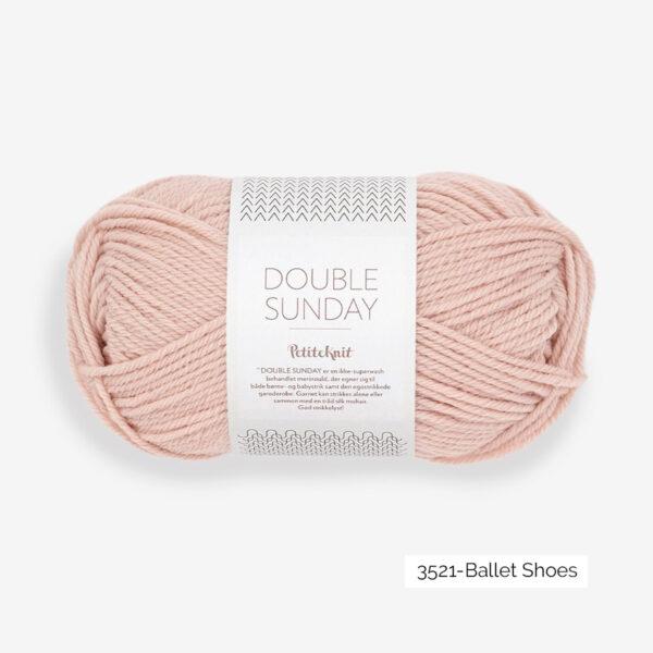 Une pelote de Double Sunday de Sandnes Garn coloris Ballet Shoes (rose doux)