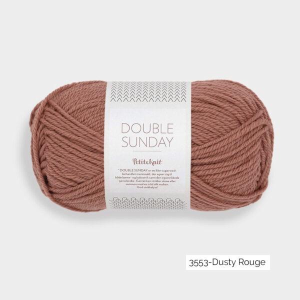 Une pelote de Double Sunday de Sandnes Garn coloris Dusty Rouge (brique)