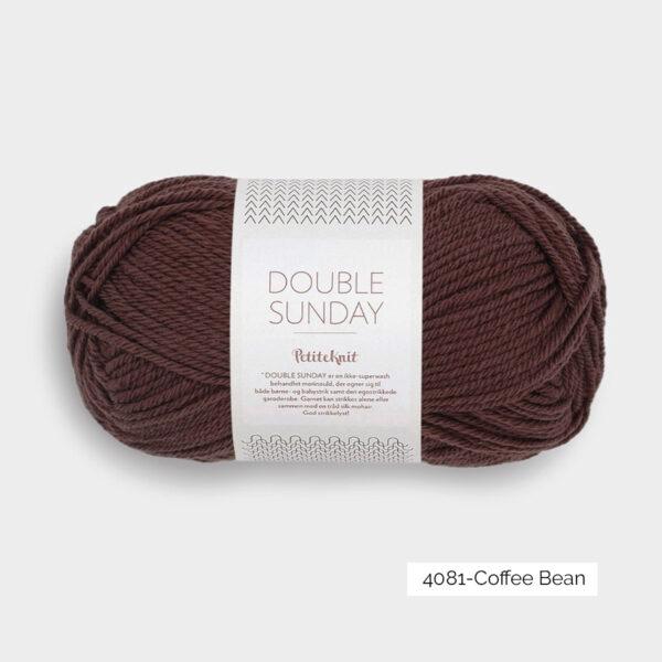Une pelote de Double Sunday de Sandnes Garn coloris Coffee Bean