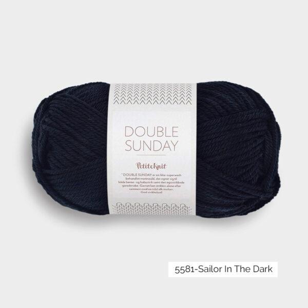 Une pelote de Double Sunday de Sandnes Garn coloris Sailor in the Dark (bleu marine foncé)