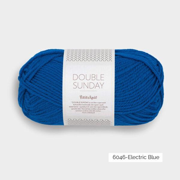 Une pelote de Double Sunday de Sandnes Garn coloris Electric Blue
