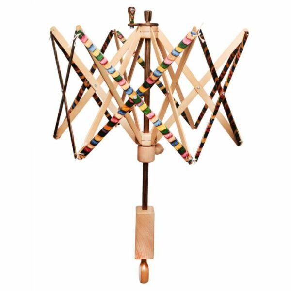 Présentation d'un dévidoir en bois Knit Pro de la gamme Signature
