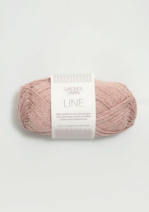 Une pelote de Line de Sandnes Garn coloris Pudder Rosa (rose poudré)