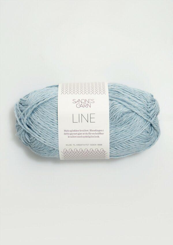 Une pelote de Line de Sandnes Garn coloris Lys Bla (bleu clair)